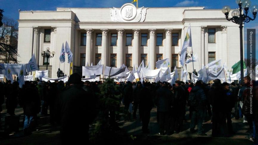 Эксперт предложил Киеву вернуть России заводы вместе с декоммунизацией Рады.