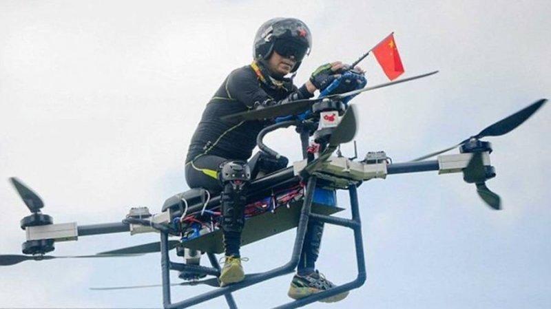 Китайский изобретатель собрал своими руками летающий мотоцикл авто, видео, дрон, мото, мотоцикл, полет, технологии, ховерборд