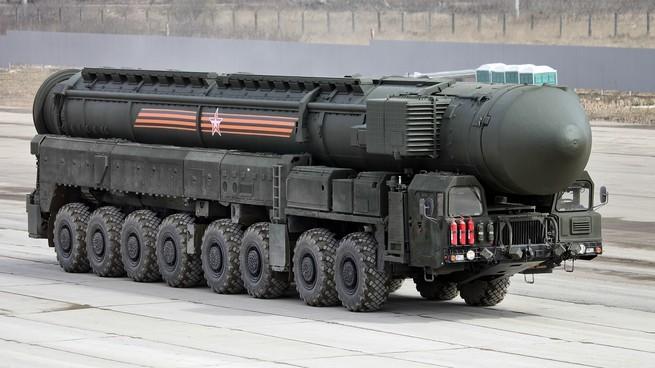 Стратегические ядерные силы: кто впереди – США или Россия?