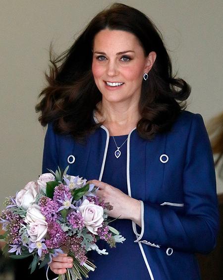 Медальон с гравировкой, серьги Дианы и часы на заказ: что дарил принц Уильям Кейт Миддлтон Монархи,Британские монархи