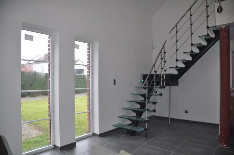 Стеклянная лестница: виды и …