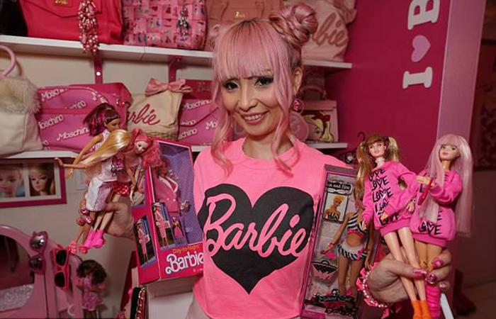 36-летняя американка живет исключительно в розовом цвете из-за любви к кукле Барби