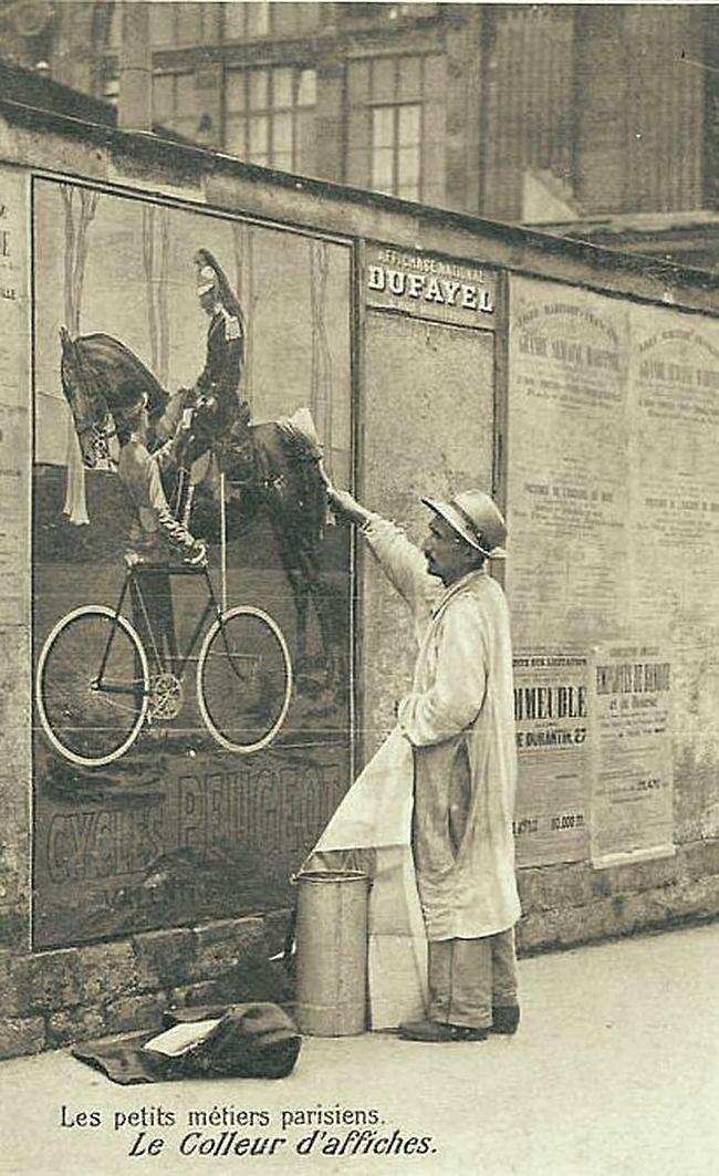 Расклейщик афиш Весь Мир в объективе, ретро, старые фото