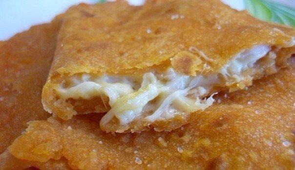 Лепешки с сырной начинкой