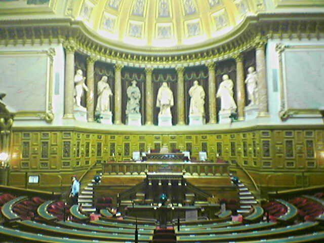 Сенат Франции проголосовал за сохранение антироссийских санкций