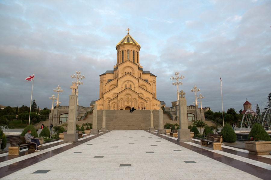 Ничего святого: США развязывают церковную войну против России