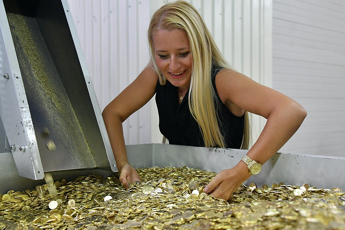 В Калининграде стартовал эксперимент:  победит ли Россия бедность, если людям раздадут деньги просто так