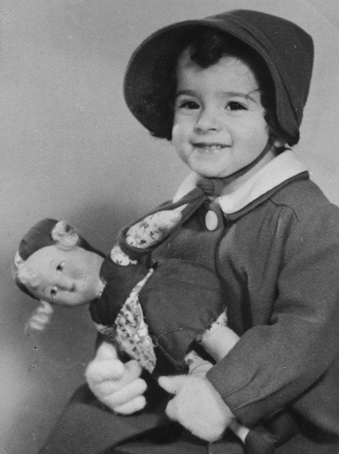 Этим девочкам Вторая мировая война помешала наиграться в свои куклы