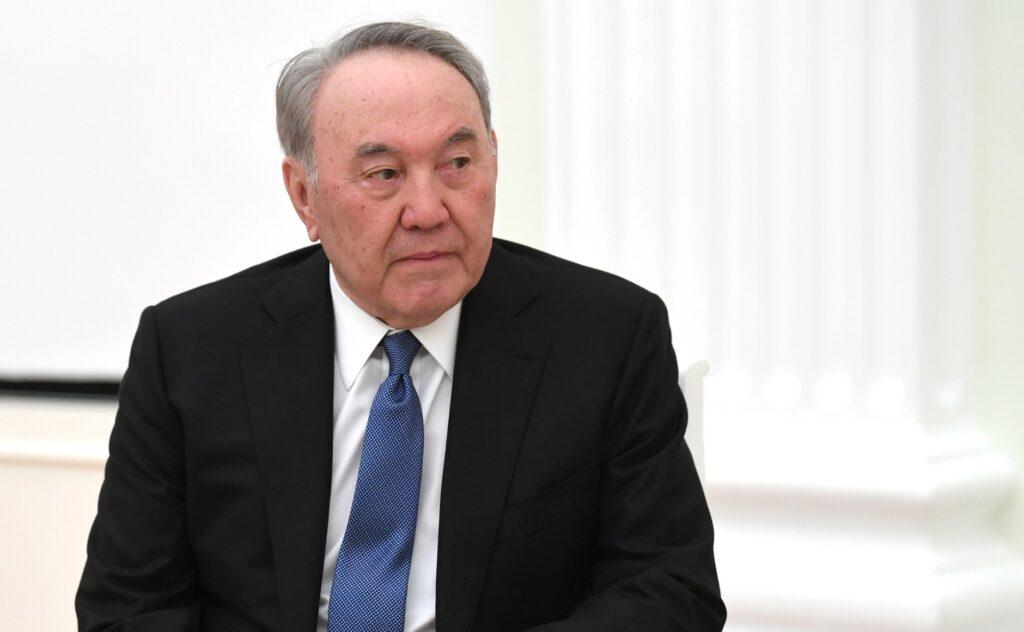 Назарбаев рассказал о спасших его от коронавируса российских врачах