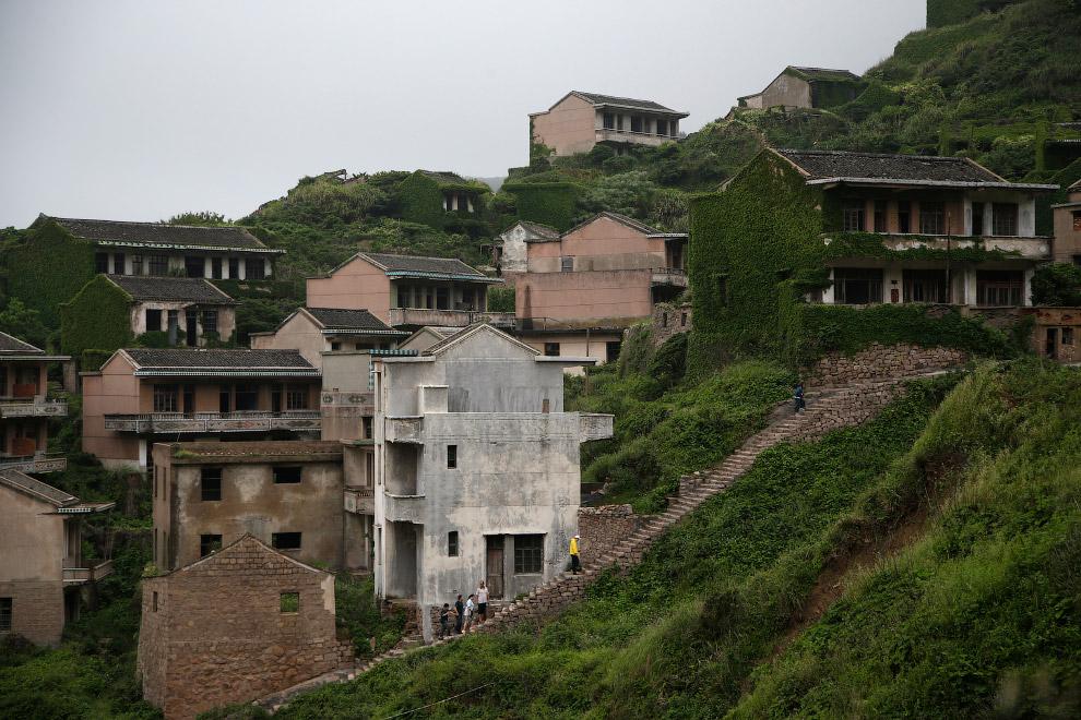 China Travel Ghost Village