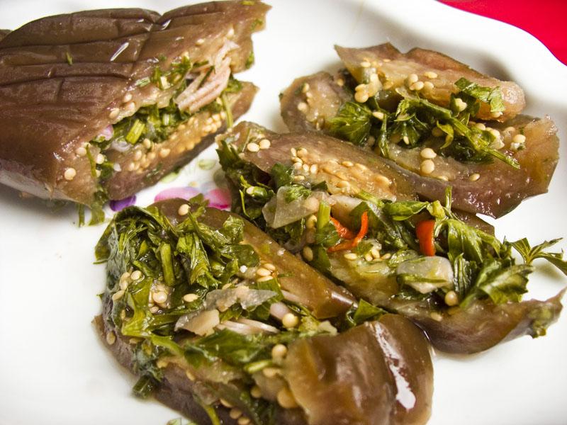 Маринованные баклажаны, фаршированые зеленью. Турши заготовки,закуски