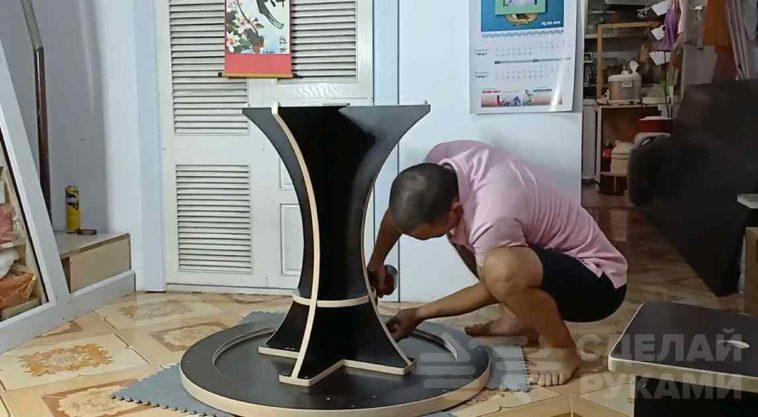 Самодельный фанерный стол с набором стульев