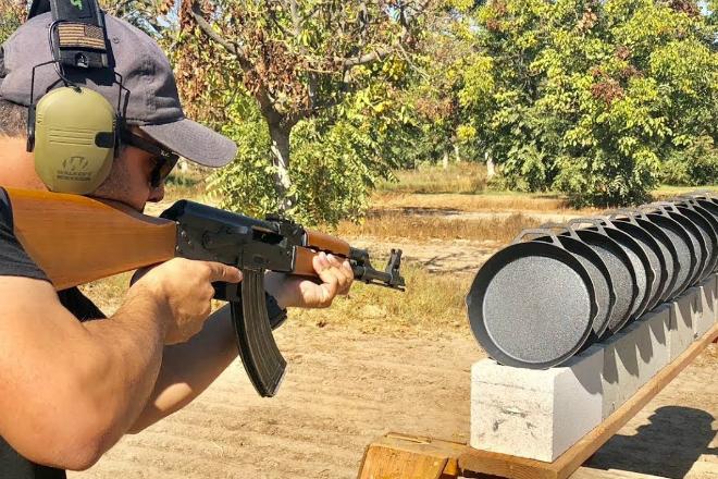 Пули против чугунных сковородок: сравнение разного типа оружия