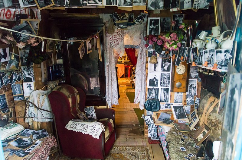 Это называется «комната плейбоя 70-х». У меня есть и альтернативные названия, но все они не вписываются в формат этого поста: Илевники, в мире, вещи, люди, старьевщик