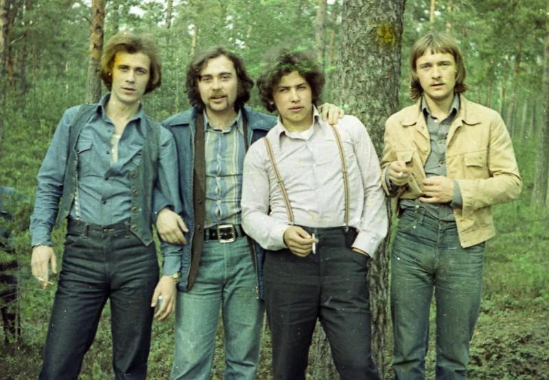 Солист Николай Расторгуев и другие участники группы «Шестеро молодых», 1979 год