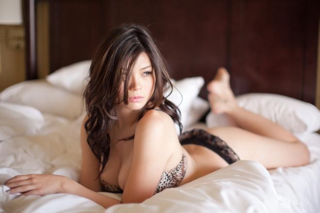 Красота женского тела в будуарной фотографии - 50 примеров - 15