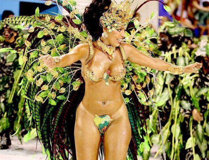 Откровенные костюмы девушек на карнавале в Рио!!!