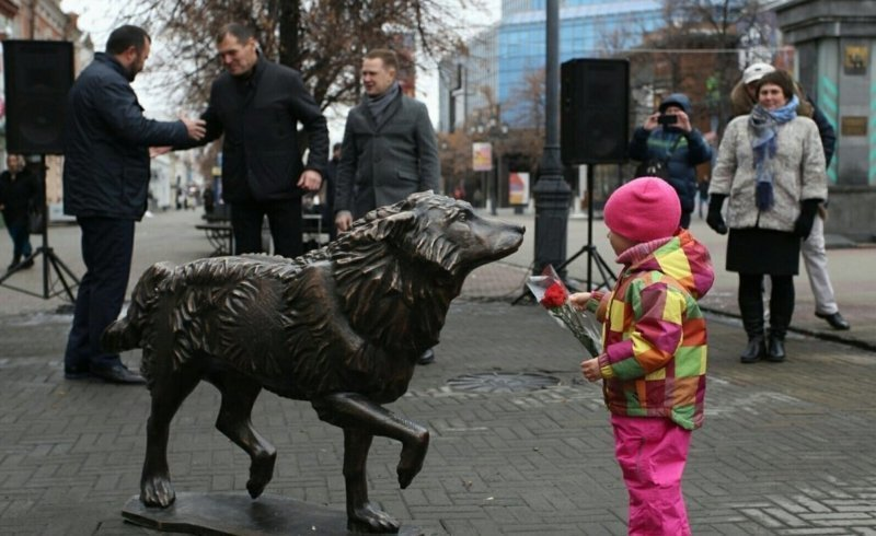 В Челябинске появился памятник псу, два года ожидавшему погибшего хозяина ynews, памятник, собака, хатико, челябинск