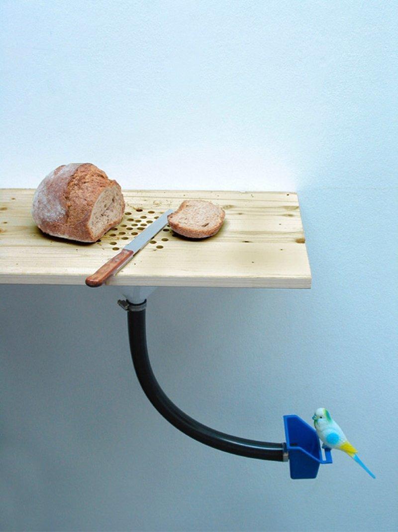 4. Кухонная доска со встроенной кормушкой для птиц гениальные вещи, дизайн, идеи, интересно, просто и гениально, фото