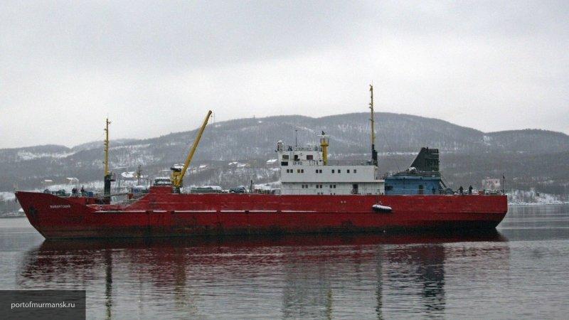 """11 судов ищут траулер """"Энигма Астралис"""", который горел в Охотском море"""