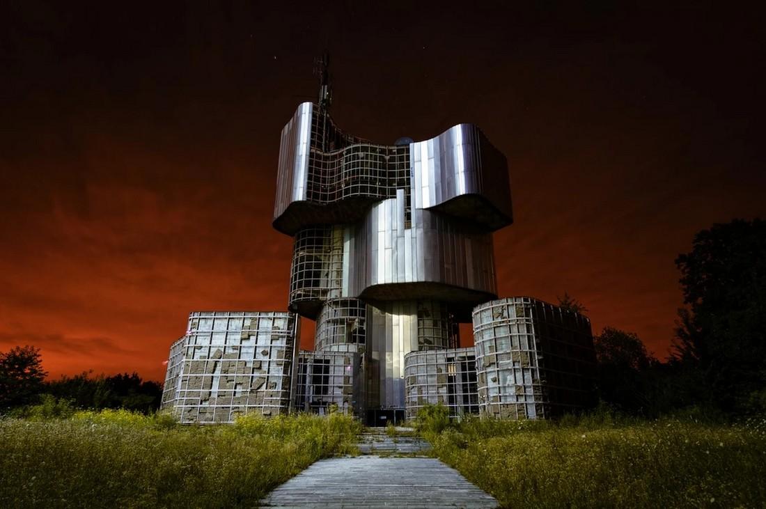 Заброшенные памятники советской эпохи памятник, Боснии, чтобы, Второй, построен, мировой, Сербии, воздать, время, Мемориальный, войны, времени, революции, использует, которые, должное, стоит, напоминает, партизанам, События