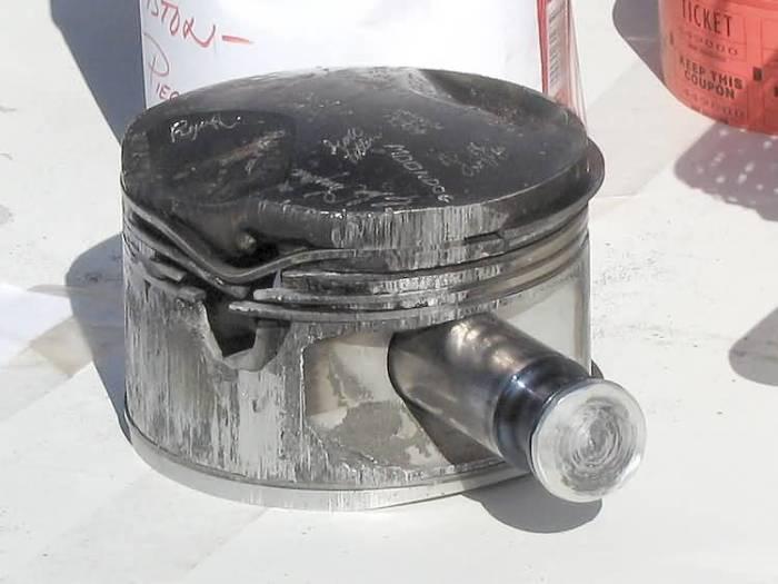 Последствия детонационного сгорания в бензиновом двигателе. | Фото: tuningtaza.ru.