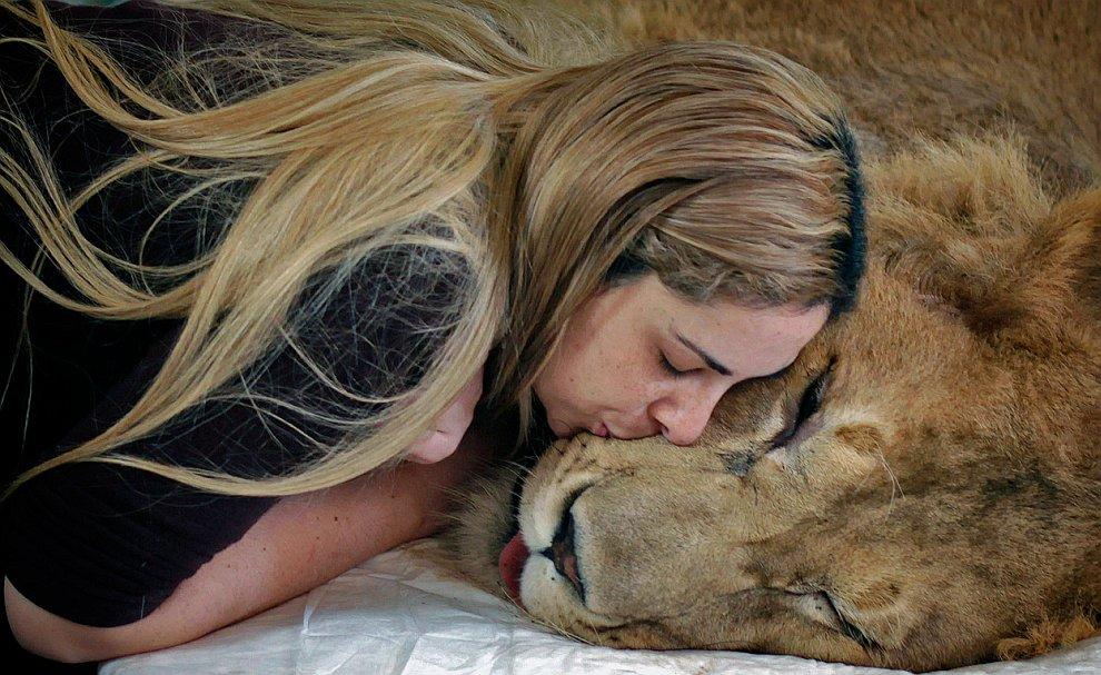 Необычный поцелуй