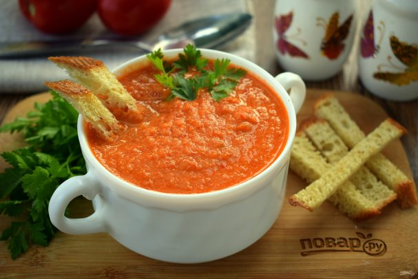 День первого блюда. Томатный суп с чесночными гренками