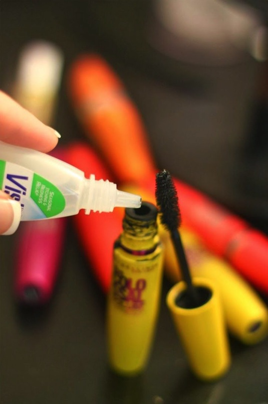 #6. How to make mascara last 3 times longer! 32 Makeup Tips That Nobody Told You About