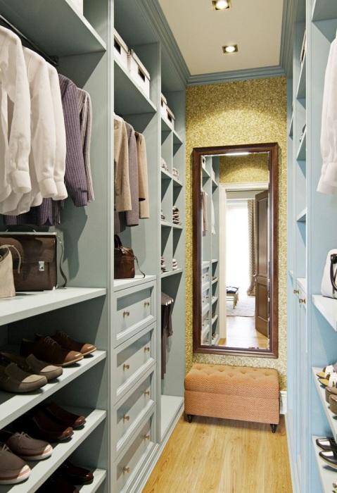 Как создать гардеробную в маленькой квартире, почти не жертвуя квадратными метрами