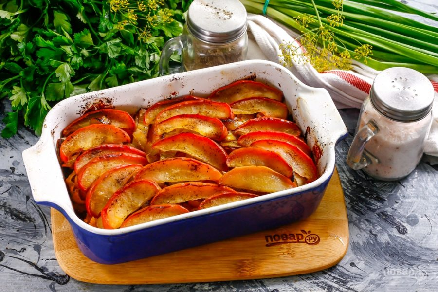 Тыквенно-яблочная запеканка с луком-пореем
