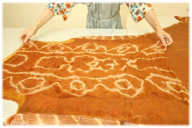 Луковая история: крашение шелка и валяние сарафана