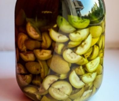 Медовая настойка с зелеными грецкими орехами