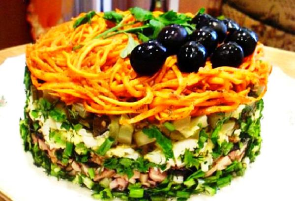 Пикантный праздничный салат …