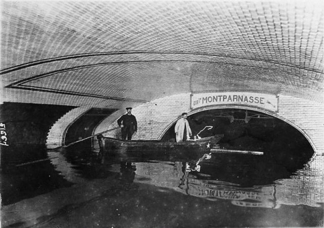 Станция парижского метро во время наводнения, 1910 г. история, люди, мир, фото