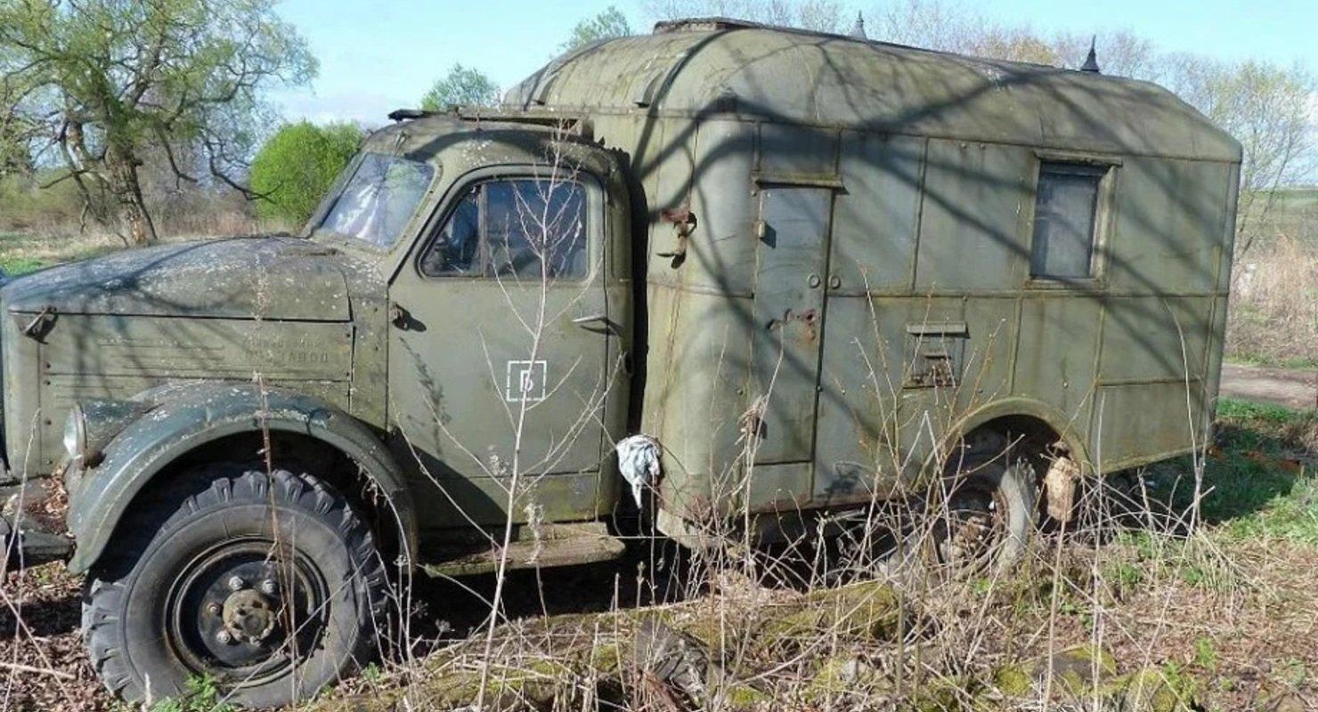 Автолюбитель нашёл заброшенный ГАЗ-63 и восстановил его Автомобили