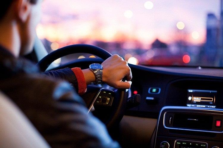 Сбербанк начнёт выдавать водительские права нового формата