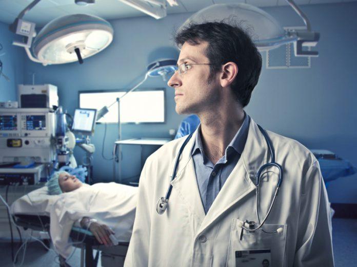 Старик открыл клинику для ра…