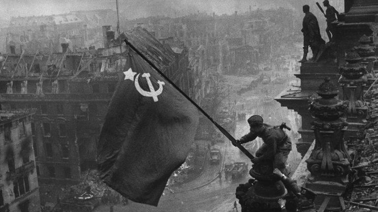 Какое собачье дело германским СМИ до нашей памяти о Великой Отечественной войне?