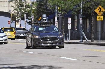 Беспилотный автомобиль впервые сбил пешехода
