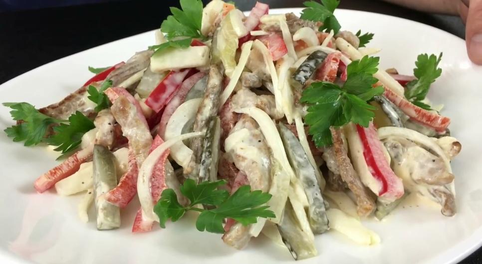 """Салат """"Бремен"""" - понравится всем любителям сытно поесть мясные блюда,салаты и закуски"""