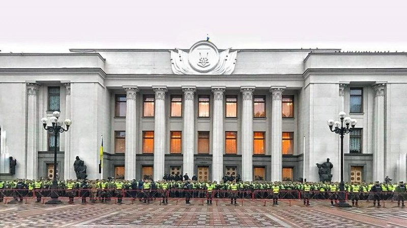США поддерживают пещерный национализм в Украине