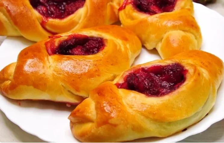 Теперь у меня в пирожках ягодная начинка не вытекает: потрясающий рецепт