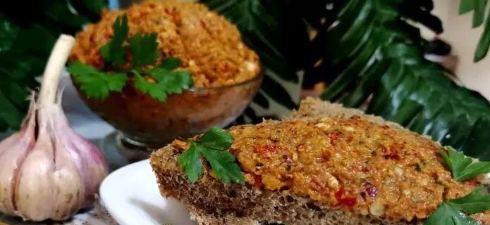 Острая абхазская аджика с грецкими орехами заготовки,кавказская кухня,кулинария,соусы