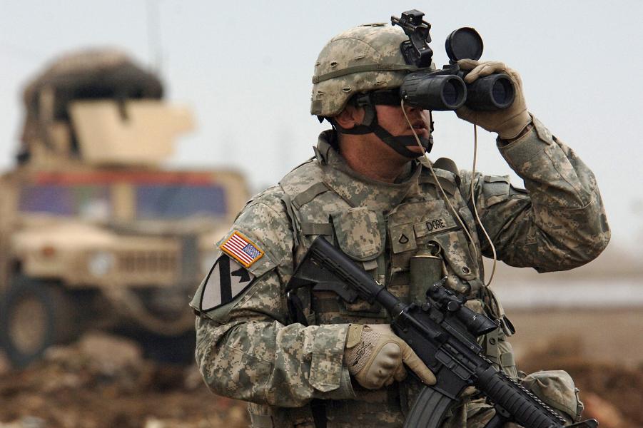 Американцы ведут в ФРГ войска. Британцы не выведут. Защитят от России, так сказать
