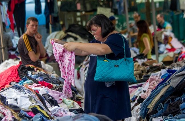 Обнищавшие украинцы ломились в секонд-хенд в Мелитополе за нарядами к новому году