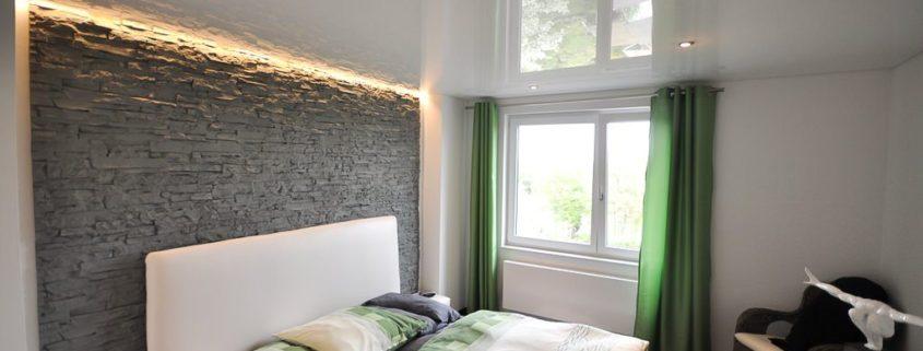 Натяжные потолки для спальни…