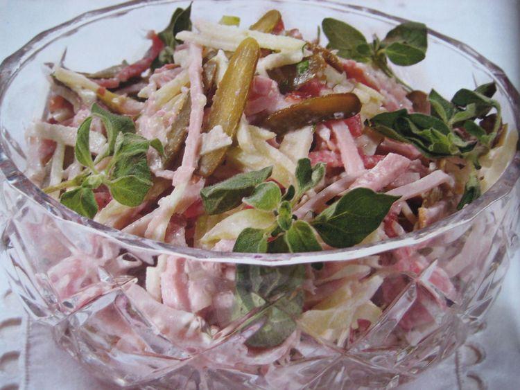 Швейцарский новогодний салат…