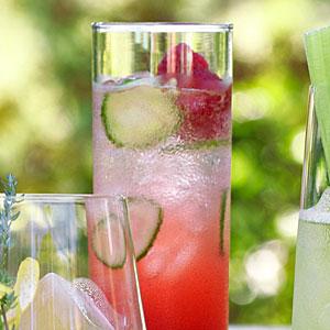 Алкогольные напитки. Итальянский малиновый коктейль