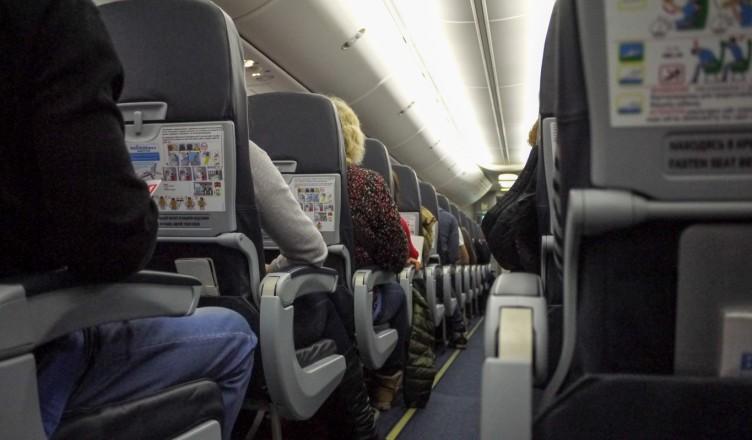Как получить свободное среднее кресло в самолете?